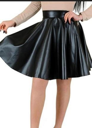 Черная кожаная юбка короткая мини солнце