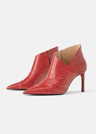 Новые ботинки красные от zara