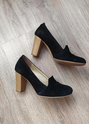 Замшевые черные туфли на среднем каблуке soldi