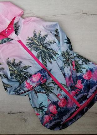 Легкая куртка ветровка с ярким принтом