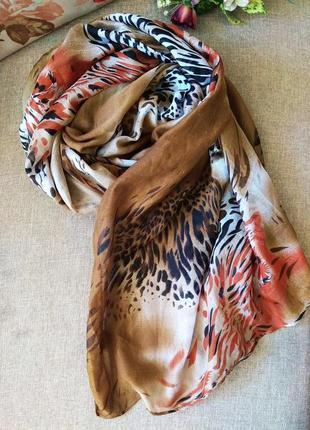 Тонкий легкий широкий  шарф