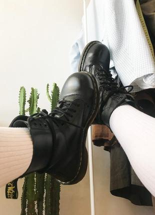 Ботинки доктор мартинс 10 дырок грубые желтая строчка