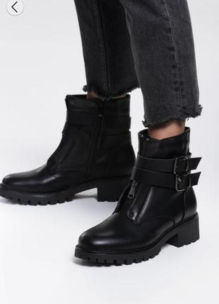 Стильные ботинки на устойчивым каблуке чёрные