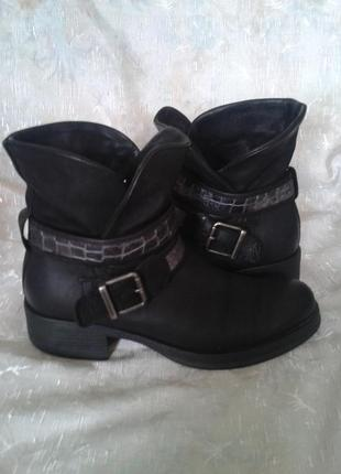 Красивые кожаные ботиночки.