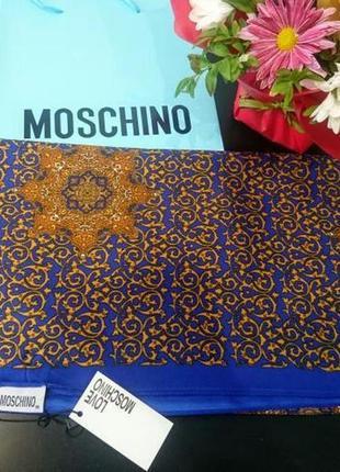 Шелковый платок  в стиле love moschino