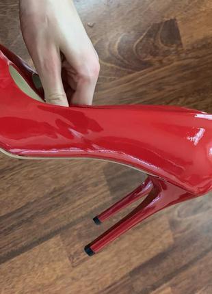 Идеальные красные лаковые туфли-лодочки натуральная кожа