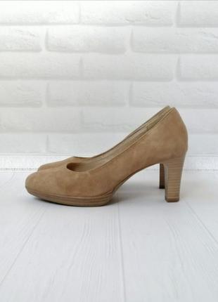 Базовые бежевые замшевые кожаные туфли на каблуке 🌺