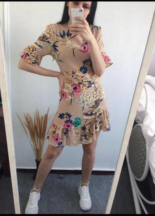 Красивое нежное платье в цветочный принт