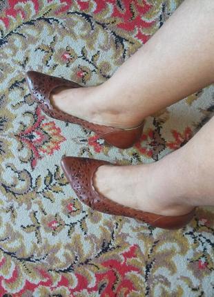Туфли из натуральной кожи с дырочками, каблук 5,5