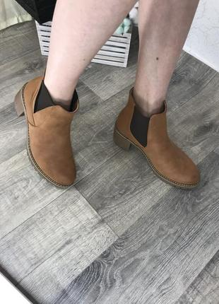 Актуальные челси ботинки на каблуке anna field
