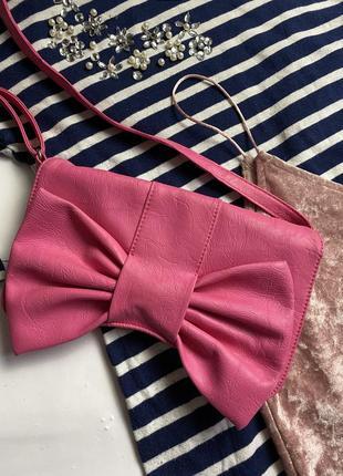 Клатч ярко розового цвета в форме банта troll! сумка