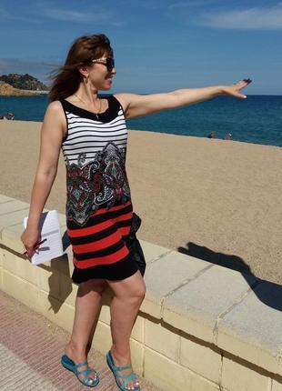 Трикотажное платье в стильную полоску с орнаментом, размер m-l