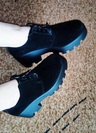 Стильные ботинки на тракторной подошве