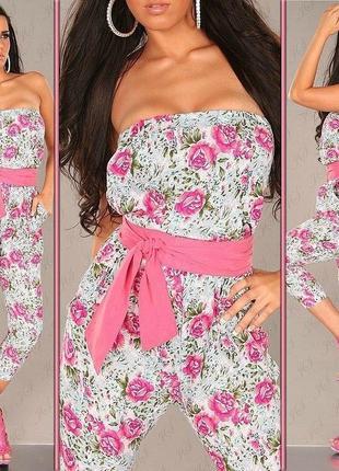 Комбинезон с розовыми цветами и поясом
