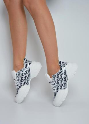 Новые демисезонные женские кроссовки белые