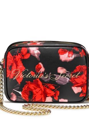 Красивая черная сумочка кроссбоди victoria's secret с красными цветами сумка