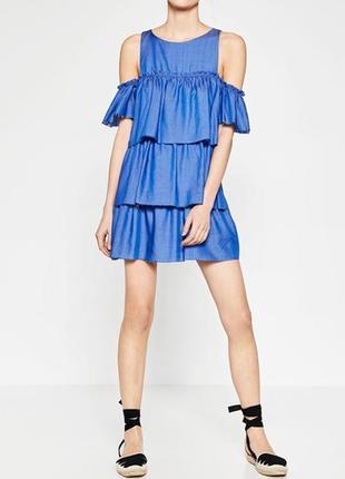 Zara. платье с открытыми плечами и необработанными краями.