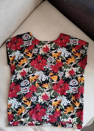 Яркая футболка в цветочный принт oodji