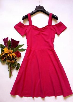 Трикотажное хлопковое платье с открытыми плечами