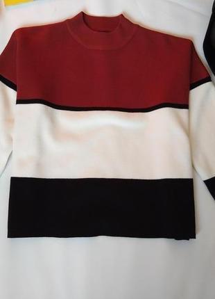 Стильный укороченый свитер