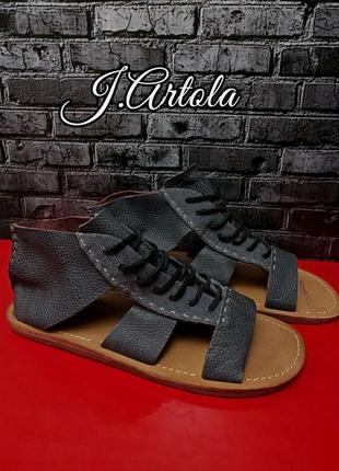 Стильные кожаные сандалии j.artola