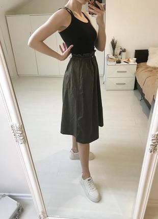 Стильная юбка хаки миди длинны на весну