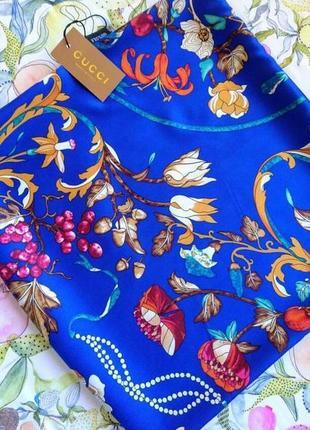 Очень красивый шелковый платок