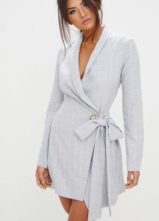 Платье пиджак prettylittlething