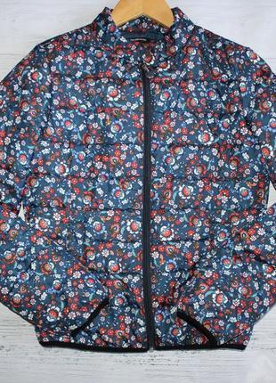 Яскрава курточка stradivarius s-xs