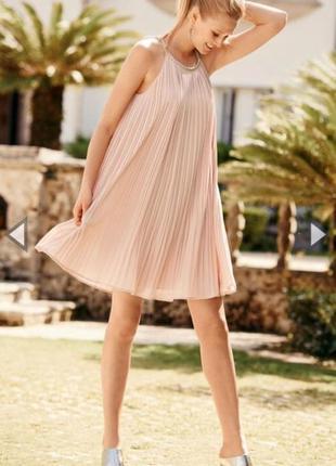 Лёгкое шифоновое платье плиссе пудрового цвета asos