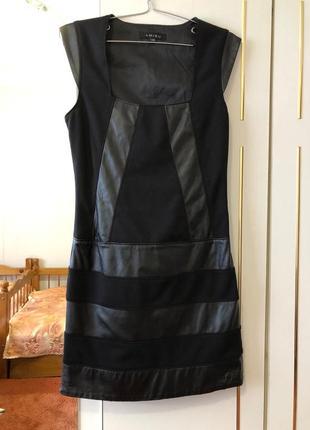 Платье с кожаними вставками