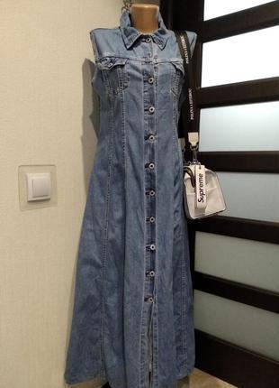 Отличное голубое джинсовое платье халат макси