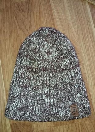 Тёплая зимная шапочка