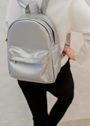 Женский вместительный серебристый рюкзак , экокожа