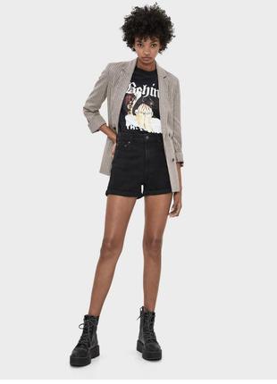 Очень стильные джинсовые шорты момы с высокой посадкой
