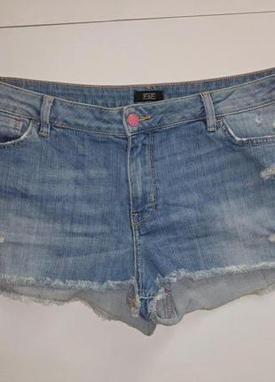 Классные джинсовые короткие шорты,р-р 18,евро 46 f&f
