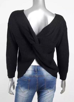 Чёрный свитер с переплетом