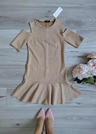 Платье с открытыми плечами, короткое платье под замшу