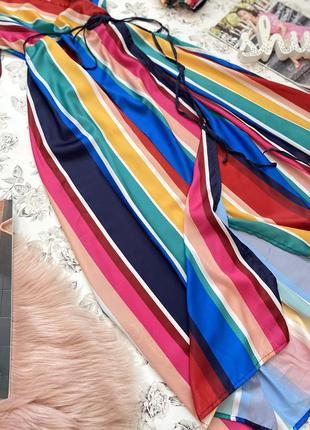 Яркое платье миди в полоску на запах под пояс3 фото