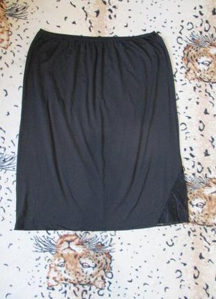 Чёрный эластичный подьюбник/подъюбник с кружевным разрезом uk 20-22