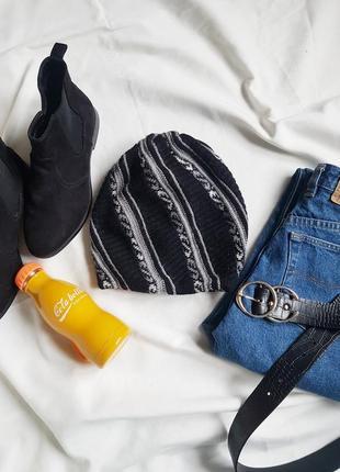Чудова  тепла шерстяна шапка на зиму