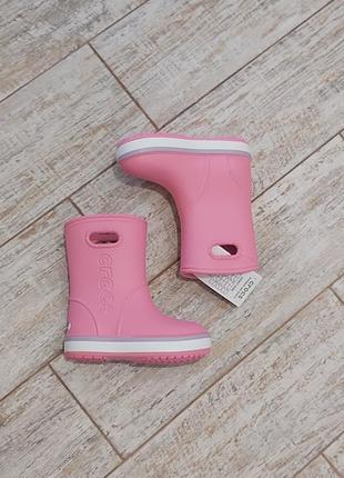 Резиновые сапожки crocs crocband rain boot для девочки