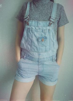 Трендовый,актуальный джинсовый комбинезон,ромпер,с шортами,denim