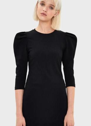 Маленькое чёрное платье от bershka