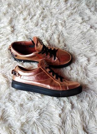 Кожаные кроссовки/кеды/спортивные туфли золотого цвета