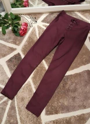 Slim fit штаны баклажанового цвета divided