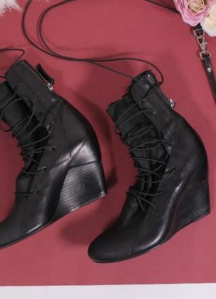 Не стресуй, шопінгуй - шнуровані боти від італійської фірми vic matie