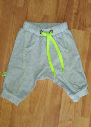 Стильные шорты на мальчика 6-9мес