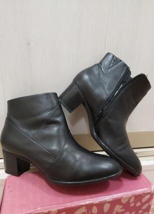 Кожаные ботинки на удобном каблуке