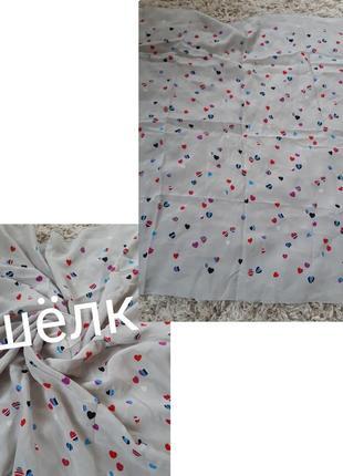 Очень красивый шелковый платок  серый в принт сердечка,  72*71